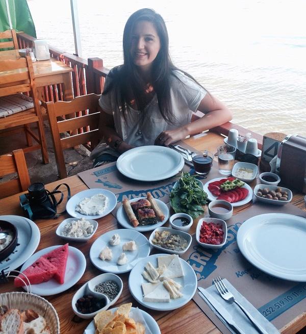 Çeri Restoran / Bafa Gölü kıyısı